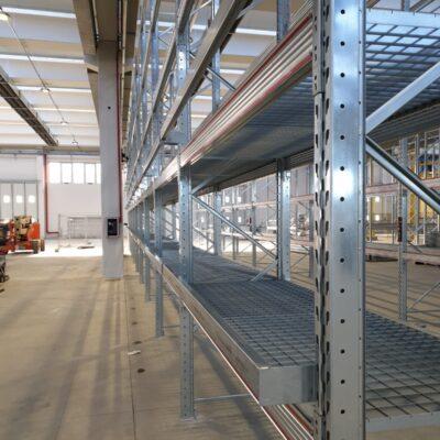 Piani in grigliato per la realizzazione di piani di copertura per scaffali e superfici pedonali
